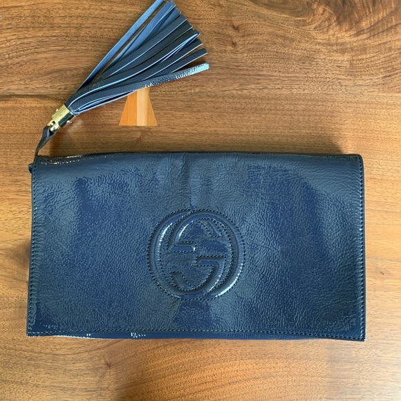 Gucci Handbags - Gucci Soho Clutch
